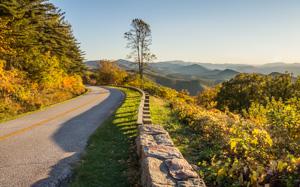 Chimney Rock Mountain Overlook, Blue Ridge Parkway MP 44.9, Buena Vista, Virginia, USA.