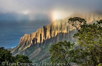 Rainbow, Na Pali Coast, Kalalau Lookout, Kokee State Park, Kauai, Hawaii, USA.